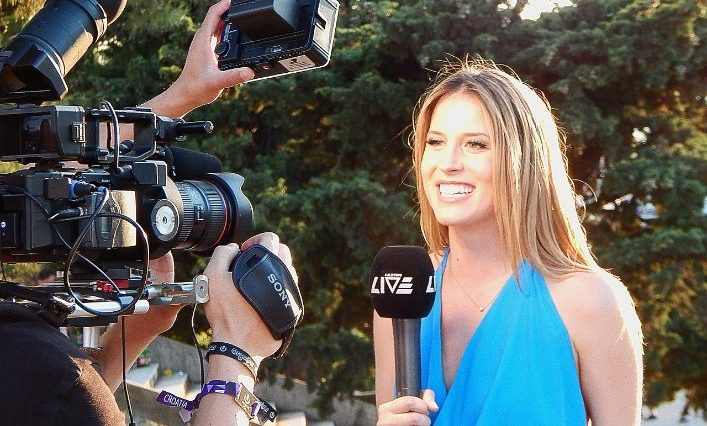 Journalist Jobs That Make You Fly Around The World