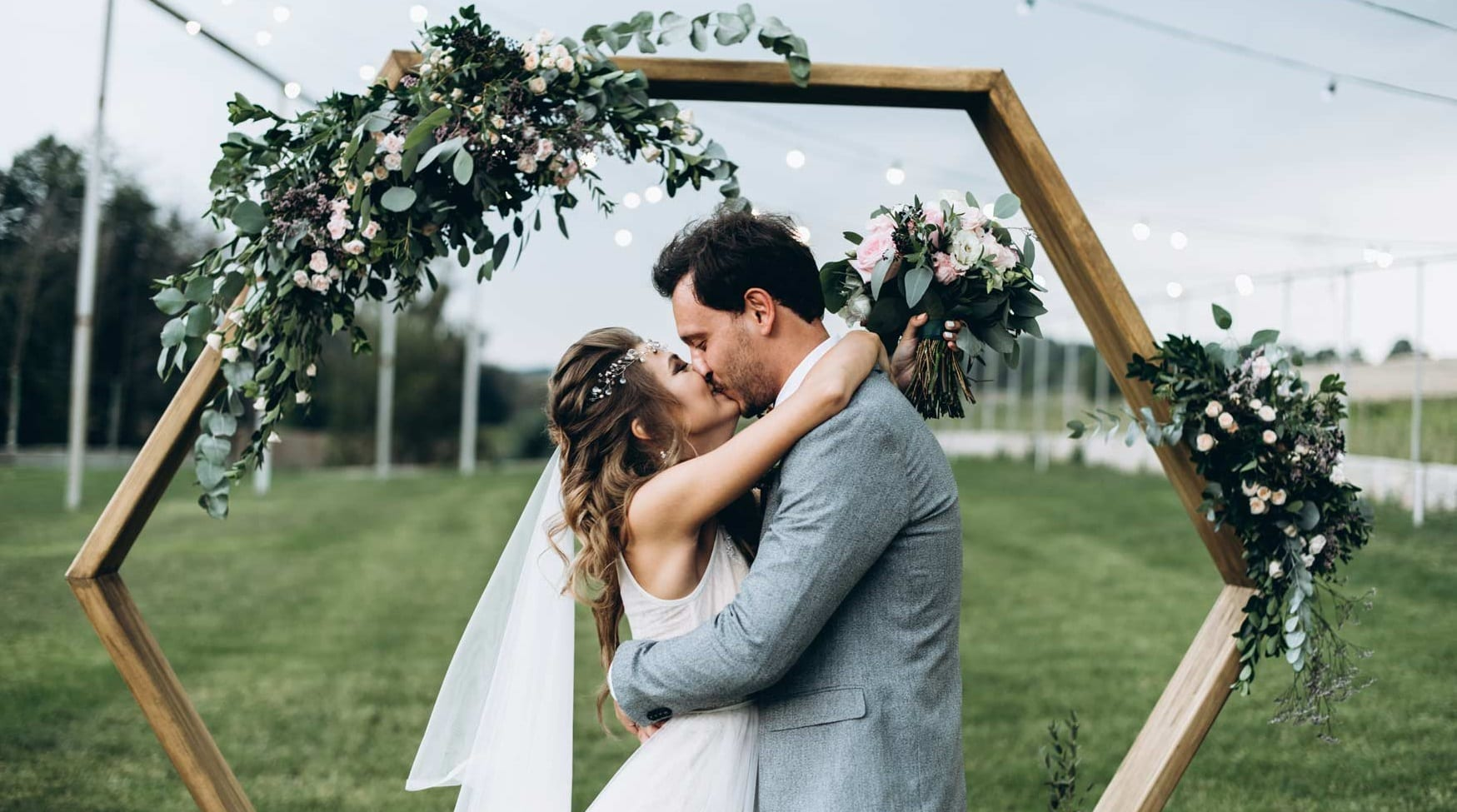 Don't Panic! Your Ideal Wedding Ceremony Outline is Here » Trending Us