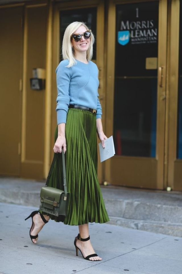 Large_Fustany Fashion Style_Ideas Street_Style Looks Outfits Pleated_Skirts 10