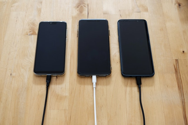 What To Look For When Buying A Portable Phone Charger