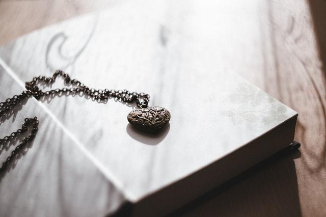 How To Wear Locket Jewelry