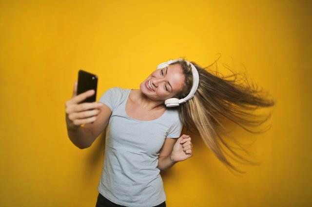 Set Of Good Selfie Poses And Ideas