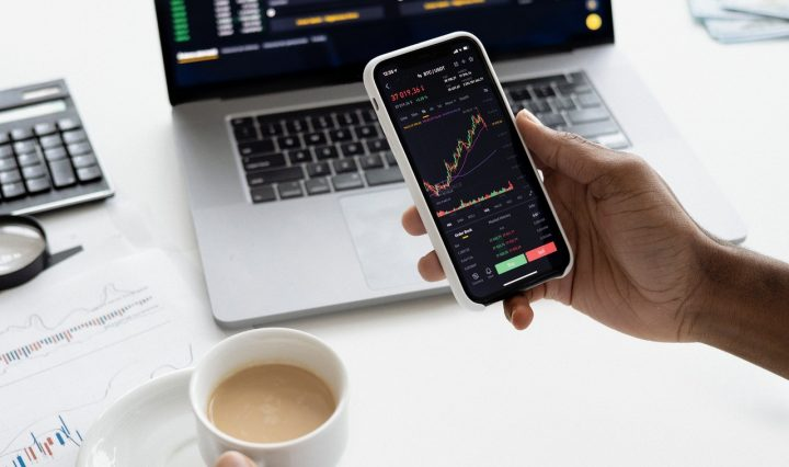 PROS AND CONS OF ONLINE STOCK INVESTMENT