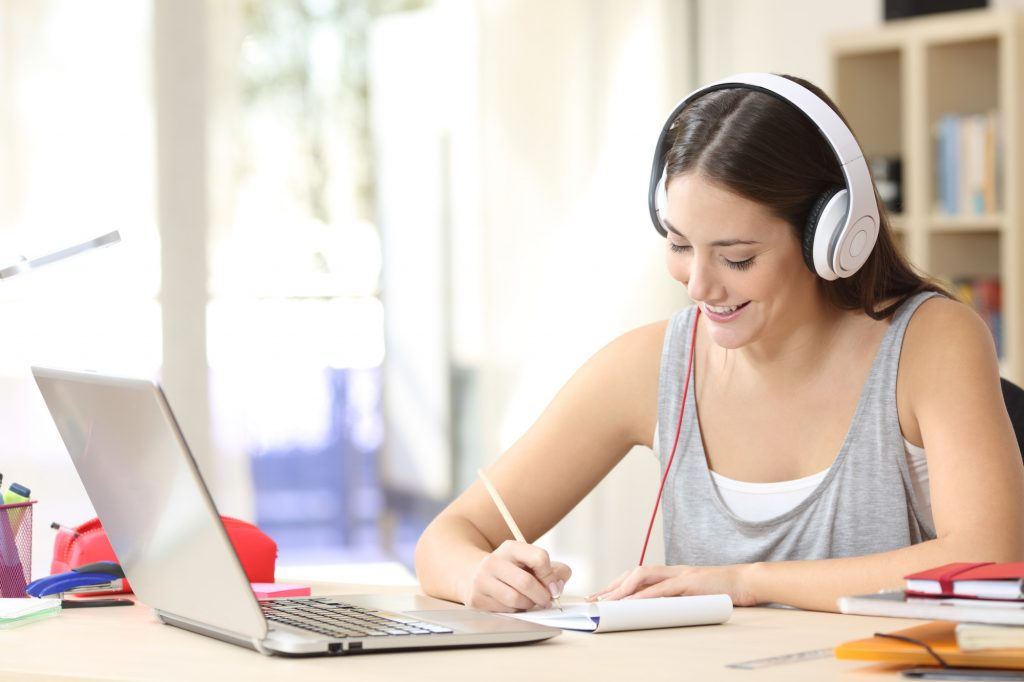 6 Distance Learning Tips for Online Students
